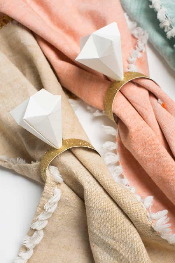 anillo de diamantes hecho de papel origami