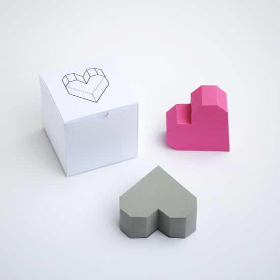 cajas con forma de corazones de papel