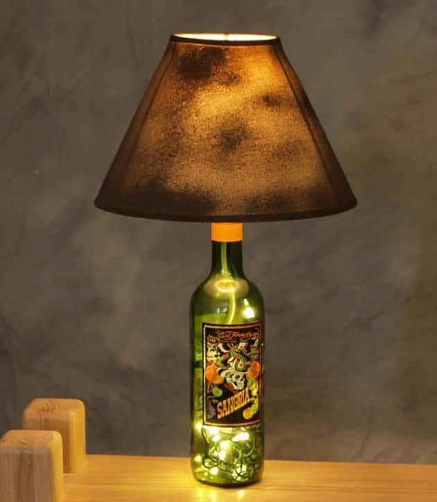 Lampara de mesa con botellas vino recicladas 2 ayuda - Lamparas de mesa recicladas ...