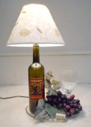 lampara de mesa con botellas vino recicladas 3