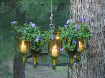 lampara de velas con botellas vino recicladas