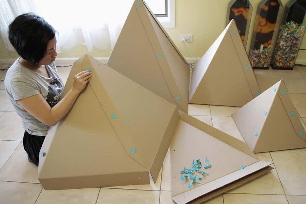 Rbol de navidad hecho con cart n ayuda para manualidades for Arbol de navidad con cajas de carton