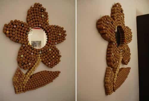 Espejo decorativo reciclado hecho en casa con corchos