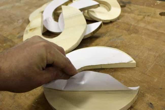 lampara por piezas de madera 4