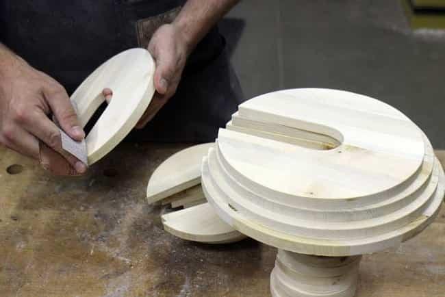 lampara por piezas de madera 5