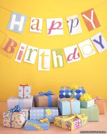 decorar un cumpleaños con carteles alegres