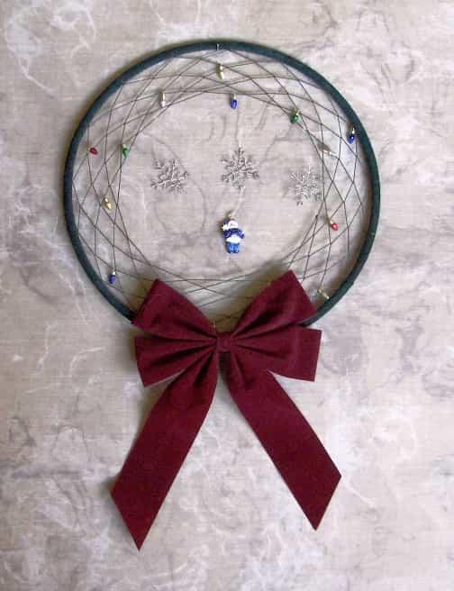 corona hecha de hilo y alambre
