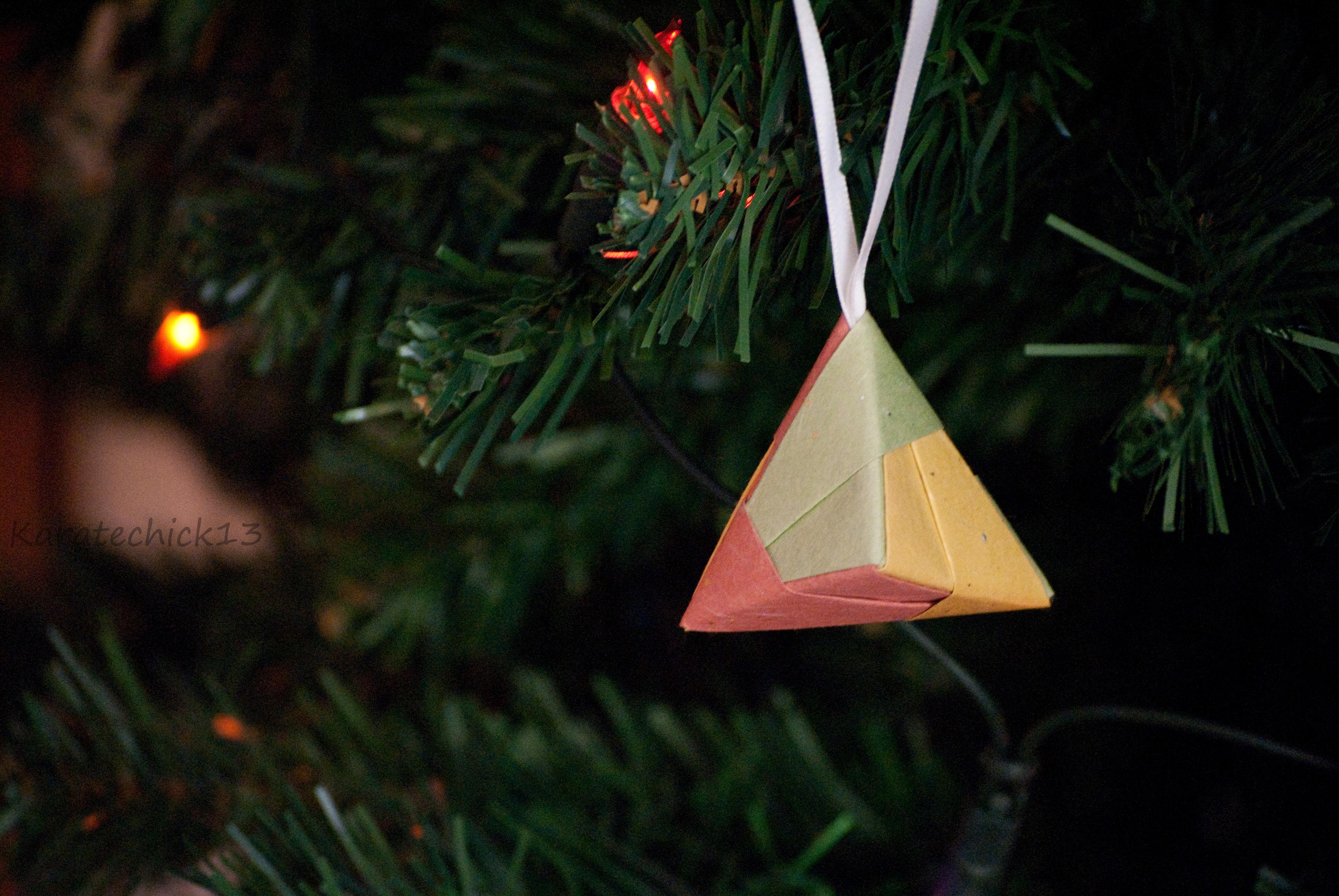 colgante navideño hecho en cartulina