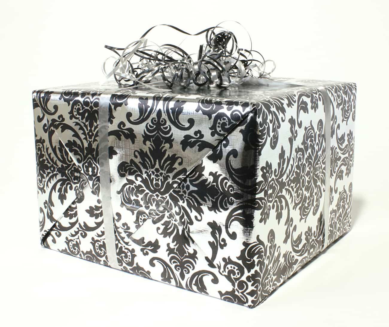 Envolver los regalos de Navidad - regalo Navidad