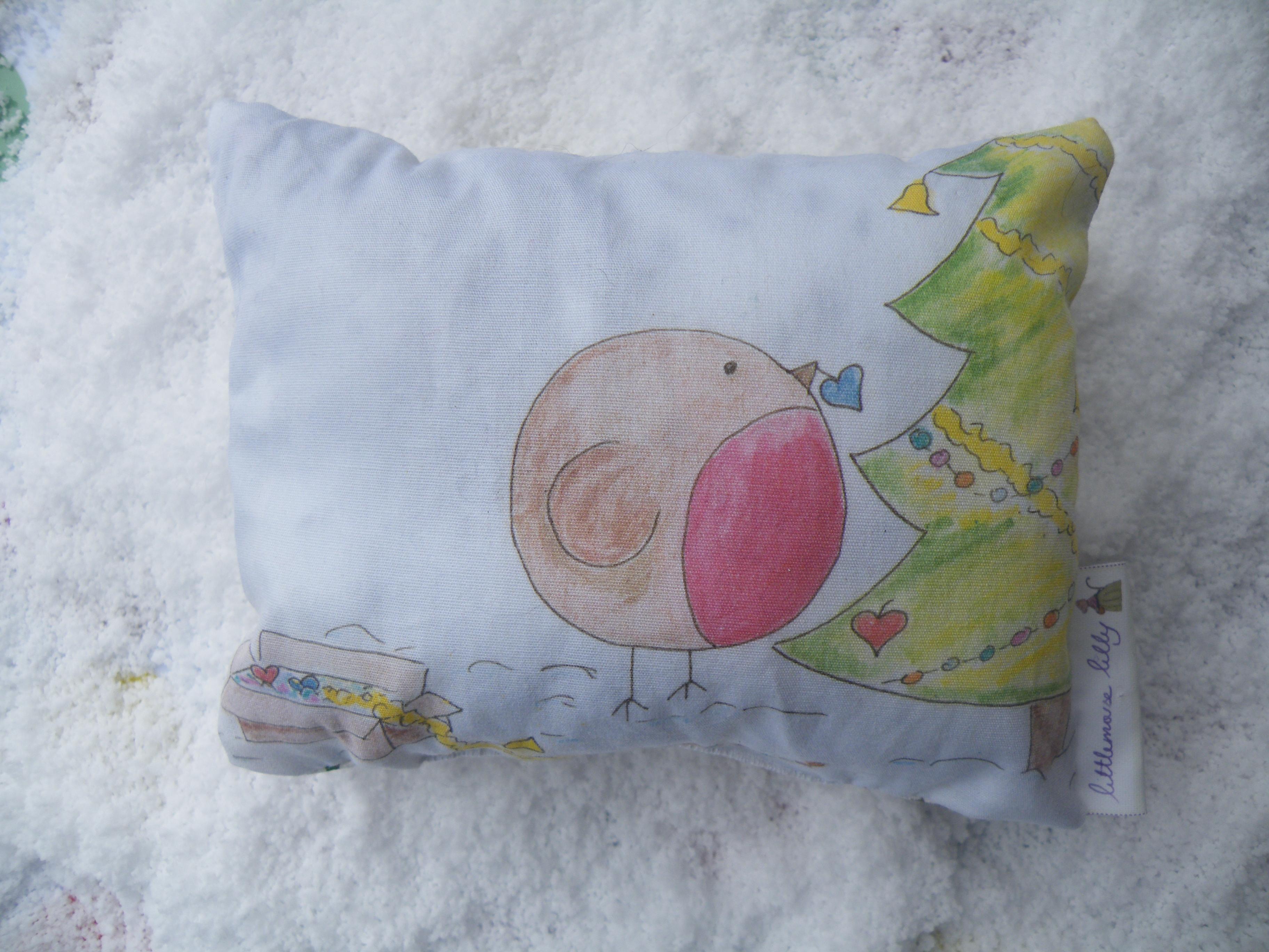 decorar cojines navideños - funda de cojín pintada