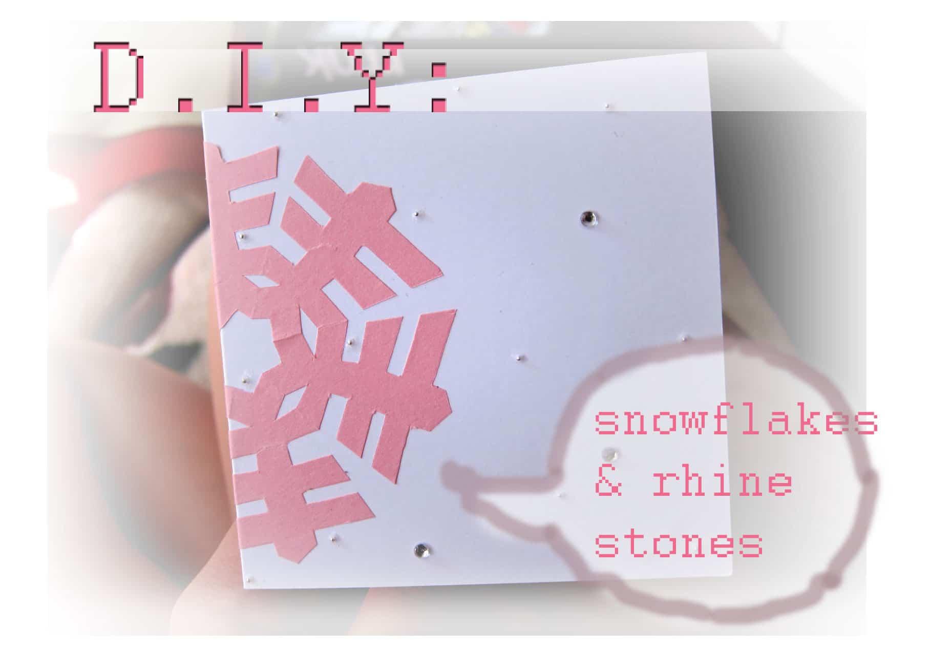 hacer tarjetas de Navidad - tarjeta de navidad en color blanco y con un copo rosa