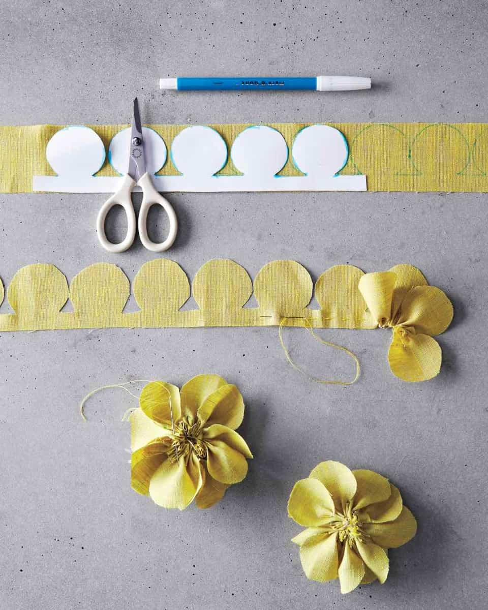 Flores de tela paso a paso los mejores tutoriales for Manualidades con tela paso a paso