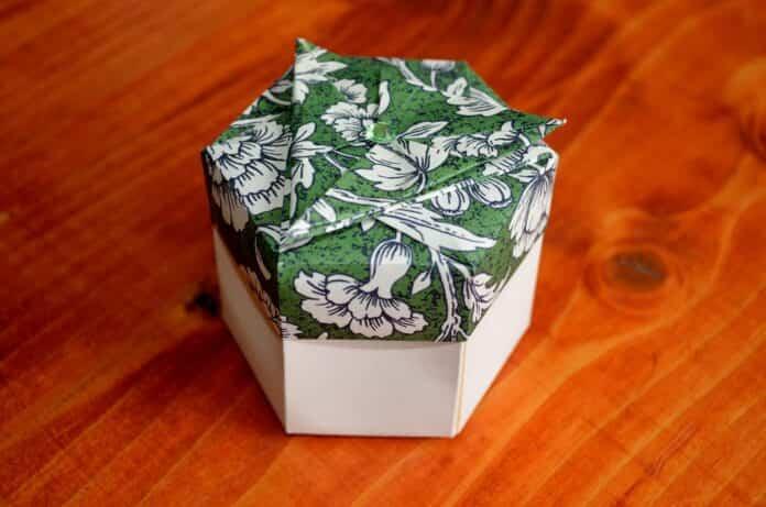 caja hexagonal