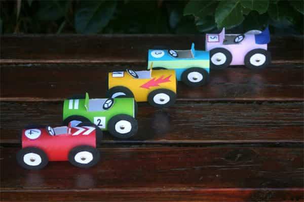 coches carton juguete
